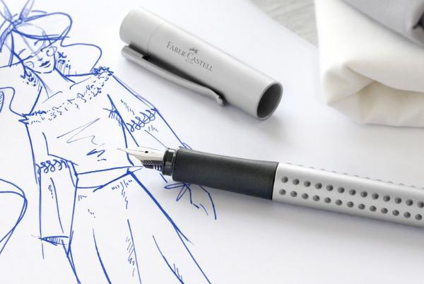 Dibujo y pluma estilográfica de la marca Faber-Castell