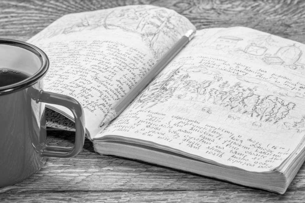 productos icónicos papelería: lápiz y cuaderno
